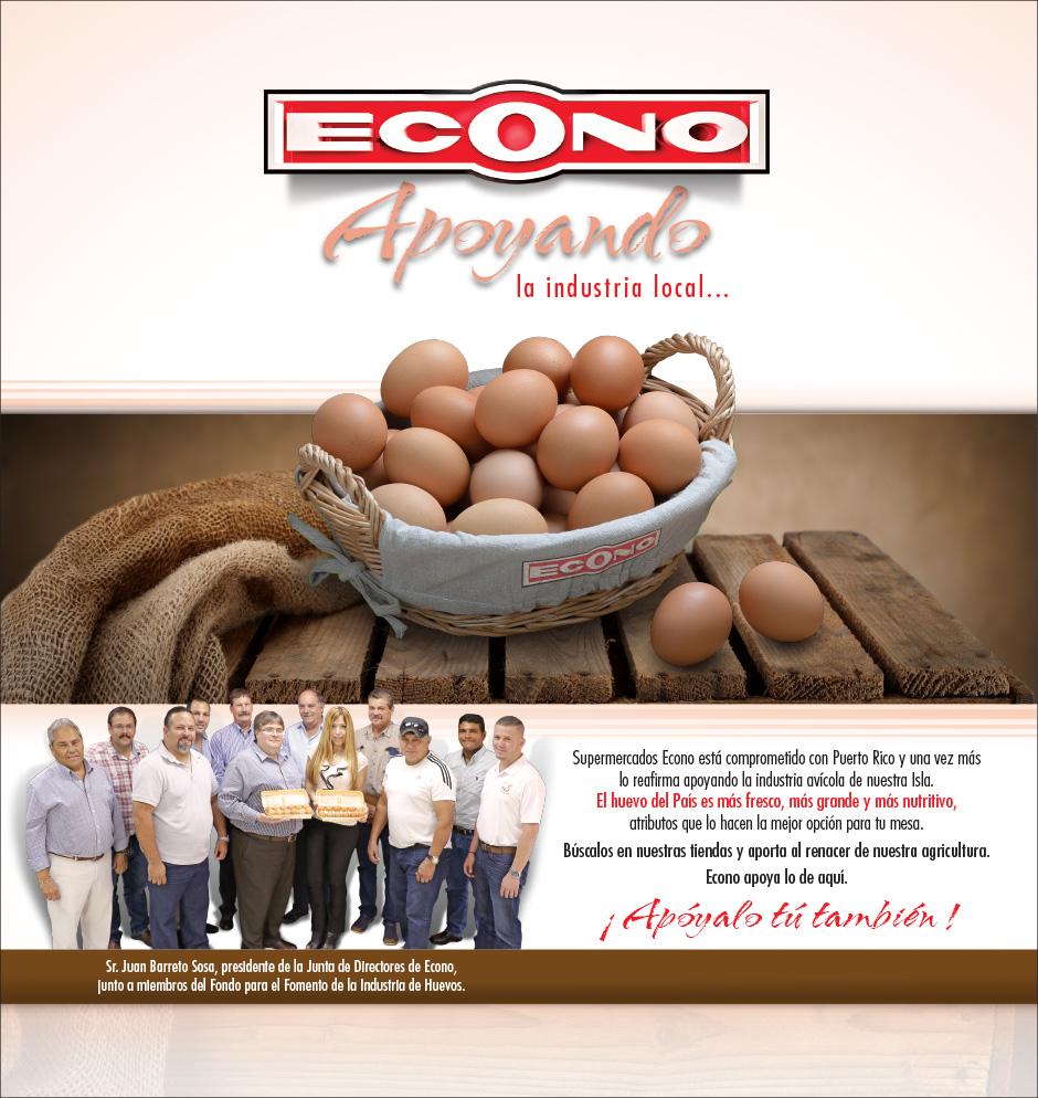 Canasta con huevos fresco del país. Además un grupo de empresarios de la industria.